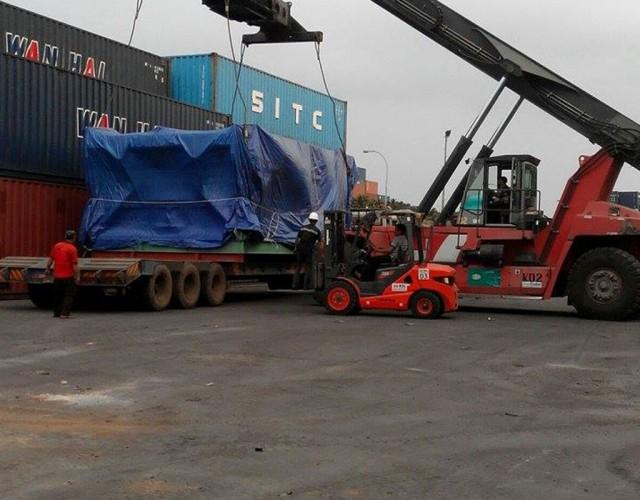 Pengangkutan Mesin Berat Ke Kapal Cargo